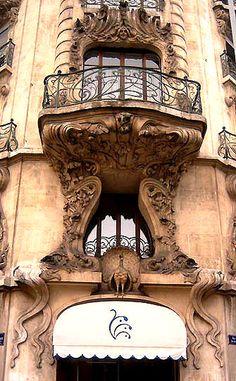 """Geneve, la """"maison des paons"""" au 7 rue Pictet de Rochemont."""