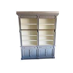 Aangeboden door: RachidaBoekenkast te koop met 2 lades, 4 deuren en ladder. Het bovenste gedeelte met verschillende legplanken.  Een authentieke look met een chic, rustgevend accentje afgewerkt met een decoratieve ladder die deze kast ronduit onweerstaanbaar maakt.  Geleverd in twee delen  Afmeting:  Bovenstuk 165 cm, onderstuk 80 cm (breedte 42 cm) achtige landelijke boekenkast te koop.Staat: GebruiktAfmetingen:  Hoog 245 cm   Breed 200 cm   Diep 41 cm  Locatie: Emmen, 7891aw