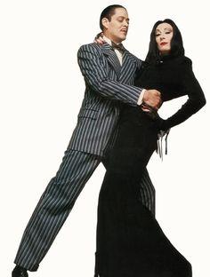Gomez and Morticia Addams - Addams Family Morticia Addams Halloween Costume, Morticia Addams Kostüm, Gomez And Morticia, Halloween Kostüm, Couple Halloween Costumes, Morticia Adams, Family Costumes, Die Addams Family, Cosplay Dress