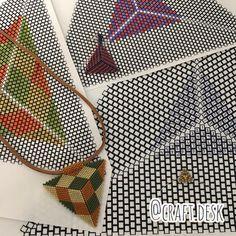 """Craft Desk on Instagram: """"Triangle Peyote  #trianglepeyote #peyotestitch #videotutorials #منجوق_بافی #üçgen هر طرحي كه ميكشين سعي كنين شماره گذاري كنين كه بافتنش…"""""""