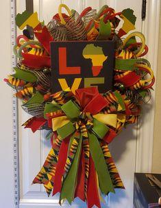 Happy Kwanzaa, Kwanzaa 2017, Kwanzaa Principles, African Christmas, African Home Decor, Diy Wreath, Ornament Wreath, Pop Culture Halloween Costume, Design Crafts