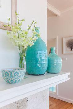 A cor que é uma misturinha fofa de um azul com um verde-água formando uma cor muito fofa. Em 2016 virou tendência na decoração e veio-se estendendo até este ano, prometendo ficar ainda por um bom t…