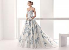 Abito ampio con fiori blu
