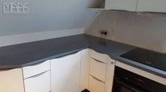 Diese Sorte von Silestone zeichnet sich durch die fantasievollen und unkonventionellen Details. Die graue Oberfläche hat auch bläulichen Nuancen.  http://www.maasgmbh.com/aktuelle-berlin-steel-silestone-arbeitsplatten-steel-berlin