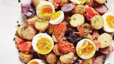 Smoked-Salmon potato salad with eggs and herbs. Potato Salad Mustard, Salmon Potato, Potato Salad With Egg, Egg Salad, Herb Recipes, Side Dish Recipes, Healthy Recipes, Smoker Recipes, Easy Recipes