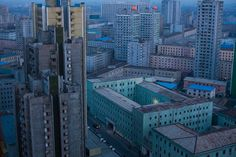 North Korea, Life in the Cult of Kim by David Guttenfelder, US 2016 World Press Photo Contest Inside North Korea, Life In North Korea, South Korea, Story Of The Year, World Press Photo, Concours Photo, Skyline, Cult, Photo Awards