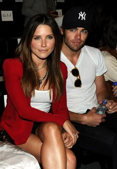 Just love Sophia Bush- a bit green with envy though since wish I was sittin' there next to Chris Pine =)