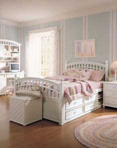 Girls' Bedroom Set by Starlight...trying to find my daughter a new bedroom set for her birthday...this is not an easy choice