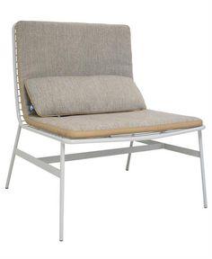 Mooi strak metalen design van HK-living. Een stoere stoel om lekker op te loungen!Het frame is van robuust metaal. Gooi er een leuk langwerpig kussen…