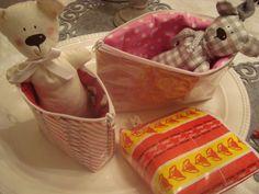 Muruseni-blogi   Karkkipaperipussukat Plastic Laundry Basket, Handicraft Ideas, Crafts, Pouches, Food, Wallets, Recycling, Scrap, Decor