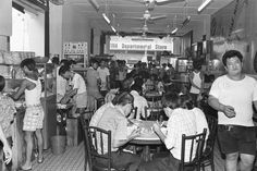HOCK LAM STREET, ONE OF SINGAPORE'S MOST FAMOUS EATING SPOTS … Singapore Photos, Singapore Food, Chinese Bar, Straits Settlements, Photographs And Memories, Those Were The Days, Old Photos, Childhood Memories, Nostalgia