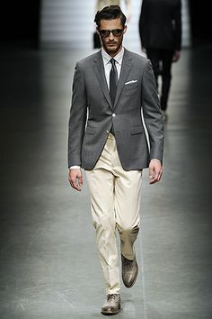 Suit+men+grey+single+breasted+jacket+cream+beige+pants+Spring+Summer++2011+2012+CANALI.jpg 320×480 pixels