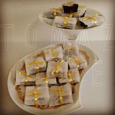 Nossos deliciosos brownies prontos para brilhar em uma festa teen!!! #festateen #brownie #compredopequeno #tomazcake #festa #noivas
