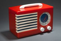 "Norman Bel Geddes - Emerson ""Patriot"" 400 Catalin Radio in Red (1940)"