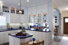 Кухня синяя с белым, фото интерьера   Kuhniplan.ru