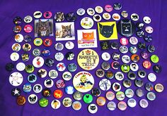 Artist and Busy Beaver pinner Brett Manning shares her cat button collection. #brettmanning #cat #button #buttoncollection