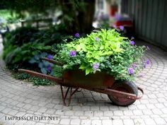 7 Creative Garden Art Planters With Wheels