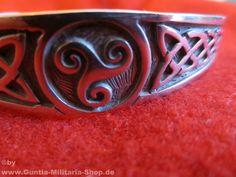 Armreif Celtic Triskell / mehr Infos auf: www.Guntia-Militaria-Shop.de