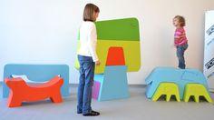 Mobília infantil para interior e exterior FoamTek  A fábrica italiana é especializada em mobiliário feito de espuma semi-rígida e tratado na superfície com componentes que criam um coating elástico, que repele a água e é colorido.