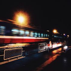 Đời sẽ trôi về đâu? Là một câu hỏi đầy thú vị. -Chuyến tàu đêm-  #train #night #lights #street #streetphotography #travel #instatravel by trannhattrang.arc