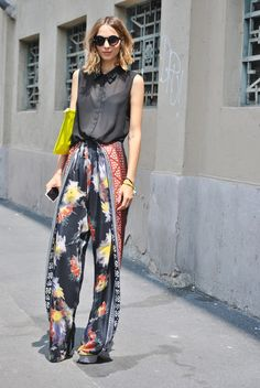 55 Ways to Wear Stylish and Comfy Wide Leg Pants You Should to Copy Street Style 2017, Autumn Street Style, Look Fashion, Fashion Pants, High Fashion, Fashion Outfits, Fashion Tips, 50 Fashion, Fashion Trends