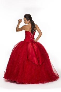 Bella Quince se complace en presentarte su línea de vestidos de quince años. Contamos con un extenso catálogo con los más variados estilos y colores. ¡Permítenos ser parte de tus más grandes sueños!