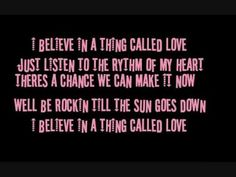 ▶ I BELIEVE IN A THING CALLED LOVE - THE DARKNESS - LOL THIS SONG IS SO CHEESY BUT SO CATCHY!