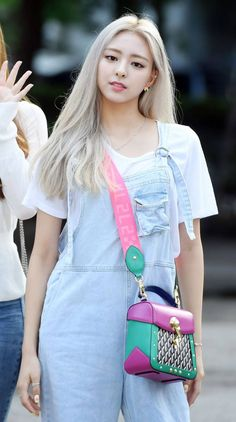 Photo album containing 7 pictures of Yuna Kpop Girl Groups, Korean Girl Groups, Kpop Girls, Bff, Sana Momo, Fandom, Kpop Outfits, Airport Style, New Girl