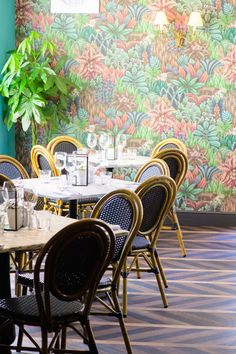 Singita wallpaper at the White Horse, Hertingfordbury Inspirational Wallpapers, Cole And Son, Home Decor Inspiration, Restaurants, Pattern, Hotels, Dining Room, Horse, Furniture