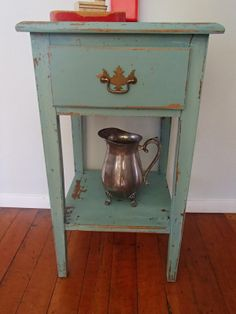 D.D.'s Cottage and Design: Chippy End Table