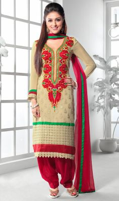 Aarti Chabria Beige Embroidered Salwar Kameez Exude graceful charm as Aarti Chabria wearing this beige embroidered chiffon salwar kameez. The interesting karachi and resham work a substantial element of this attire. #EmbroideredSalwarKameez #CasualSalwarKameez