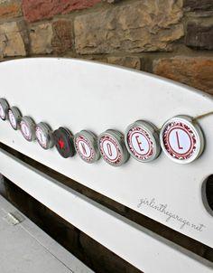 "DIY Mason Jar Lid ""Joyeux Noel"" Christmas Banner I girlinthegarage.net I #christmas #banner #craft"