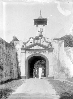 Ingang van fort Oranje, Ternate Unknown date