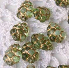 0050WBS Czech glass grape bunches in Peridot and gold by Roubogi, €2.05