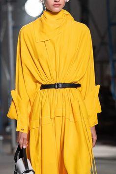 Proenza Schouler Spring 2020 Ready-to-Wear Collection - Vogue Spring Fashion, Fashion Show, Autumn Fashion, Fashion Design, Fashion Trends, Minimalist Dresses, Minimalist Fashion, Minimalist Style, Vogue Paris