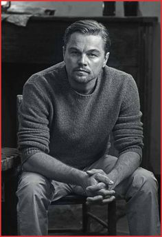 Check out the latest pictures, photos and images of Leonardo DiCaprio Older Mens Hairstyles, Latest Hairstyles, Haircuts For Men, Hairstyles Haircuts, Poses For Men, Male Poses, Leonard Dicaprio, Photographie Portrait Inspiration, Downey Jr