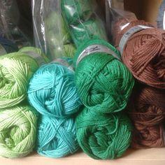 We hebben weer een uitbreiding van onze kleuren gemerceriseerde katoen.  Mooi kikkergroen voor de Oetels! #katoen #haken #crocheting #breien #knitting #oeteldonk #breigaren #denbosch