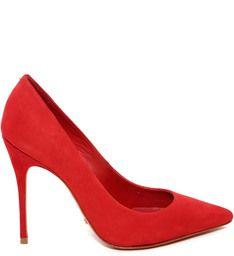 TEM QUE TER : Scarpin vermelho, escolha a sua preferencia com bico fino ou sem bico, mas é imprescindível que seja sem detalhes, como interferência de outras cores. é importante ser o mais básico possível.