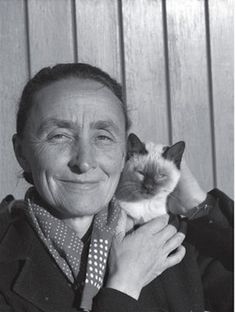 Georgia Okeefe and her cat Famous artists with their cats -- This is from a great article showcasing a lot of artists who loved their cats