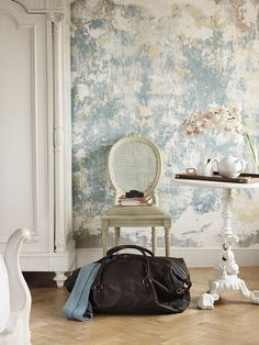 Opt for plaster walls for a rough-luxe touch to your home Faux Walls, Textured Walls, Faux Painting Walls, Wood Walls, Painting Wallpaper, Painting On Wall, Sponge Painting Walls, Peeling Wallpaper, Paint Walls