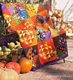 It's no trick—oranges and yellows highlight one block; darker novelty prints make up another. Together they alternate positions to create the delightfully spirited Halloween throw. Halloween Quilts, Halloween Table, Fall Halloween, Halloween Sewing, Halloween Stuff, Happy Halloween, Quilting Tutorials, Quilting Projects, Quilting Ideas