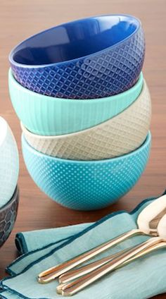 Beautiful textured bowls in #mint http://rstyle.me/n/gnekrnyg6