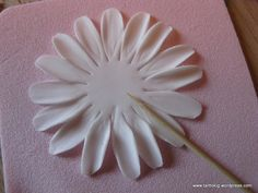 1 million+ Stunning Free Images to Use Anywhere Fondant Rose, Fondant Icing, Fondant Flowers, Gerbera, Cake Decorating Techniques, Cake Decorating Tutorials, Polymer Clay Flowers, Polymer Clay Crafts, Fondant Flower Tutorial