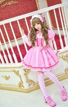 Lolita what a pretty girl in cute dress i love that dress soooo cute Harajuku Fashion, Kawaii Fashion, Lolita Fashion, Cute Fashion, Asian Fashion, Pastel Fashion, Estilo Lolita, Lolita Cosplay, Cosplay Girls