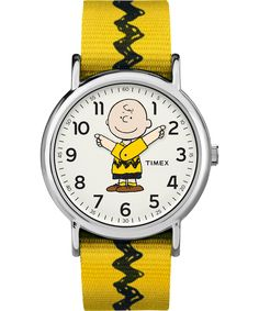 Give your wrist a playful touch with the Timex x Peanuts Weekender Charlie Brown Watch. In polished silvertone, Charlie Brown's arms move to tell you the time, with an interchangeable fabric strap that perfectly matches his yellow and black zig-zag shirt. Stylish Watches, Casual Watches, Watches For Men, Charlie Brown Peanuts, Charlie Brown And Snoopy, Peanuts Gang, Peanuts Comics, Weekender, Timex Watches