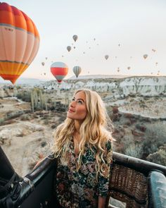 Take a scenic flight in a hot air balloon (Cappadokia in Anatolia, Turkey). Cappadocia Balloon, Cappadocia Turkey, Ballons Fotografie, Balloons Photography, Capadocia, Balloon Flights, Air Balloon Rides, Hot Air Balloons, Air Ballon
