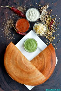 indian food Udupi special food Uppu huli dosa is a very popular breakfast dish in Mangalore and Udupi. It is a salty, sour and spicy red dosa. South Indian Breakfast Recipes, Indian Food Recipes, Meat Recipes, Indian Street Food, South Indian Food, Comida India, Kerala Food, Good Food, Yummy Food