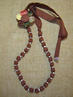 Colar marrom com bolas de tecido e broche by TUKKA*  -  Fuxicos, Retalhos e Penduricalhos, via Flickr