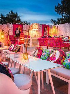 Part of Sa Punta Restaurant, Patchwork is a stylish rooftop restaurant & bar in Talamanca Bay, Ibiza. Patchwork Restaurant in Ibiza offers good Lebanese food. Mexican Restaurant Design, Ibiza Restaurant, Outdoor Restaurant, Restaurant Interior Design, Shop Interior Design, Cafe Design, Restaurant En Plein Air, Decoration Restaurant, Ibiza Beach