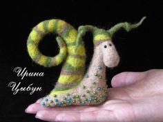 """ru / snail """"Madame Oh!"""" - My Valyashko - ytenok Needle Felted Animals, Felt Animals, Wet Felting, Needle Felting, Wooly Bully, Wool Art, Felt Dolls, Soft Sculpture, Felt Art"""